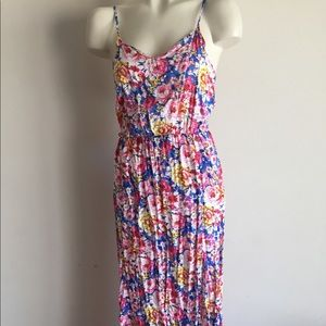 Small floral dress Two Front Slits NWT